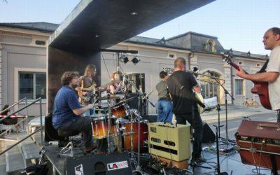 Písničkáři v parku